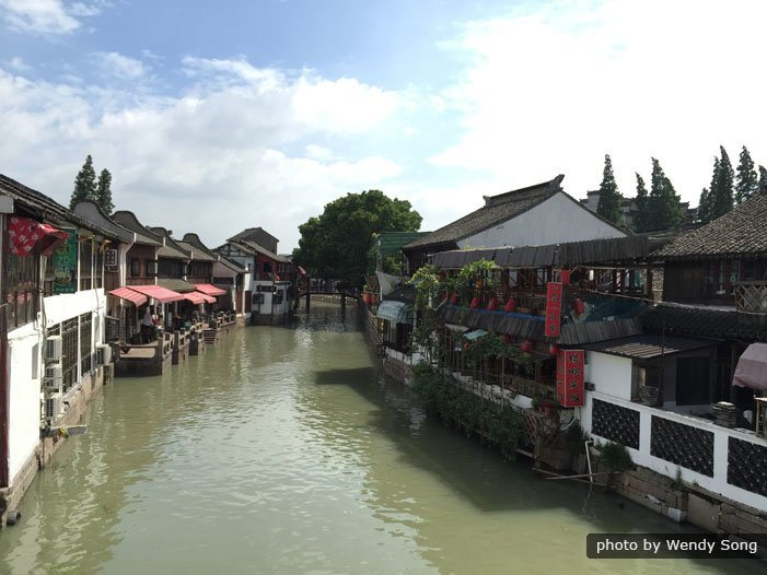 Small Group Tour: Shanghai with World Financial Center and Zhujiajiao